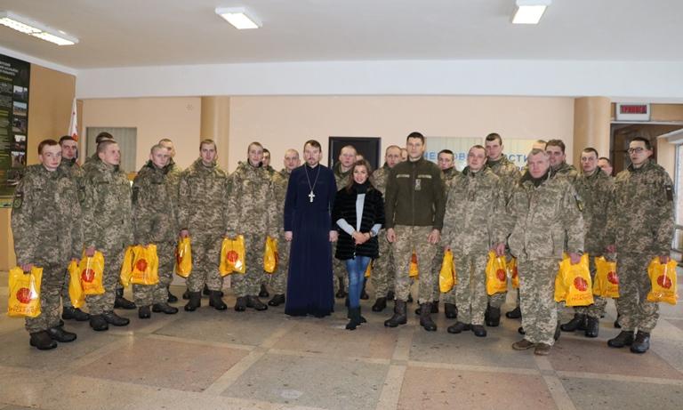 Подарунки й вітання передали малечі військових Черкас