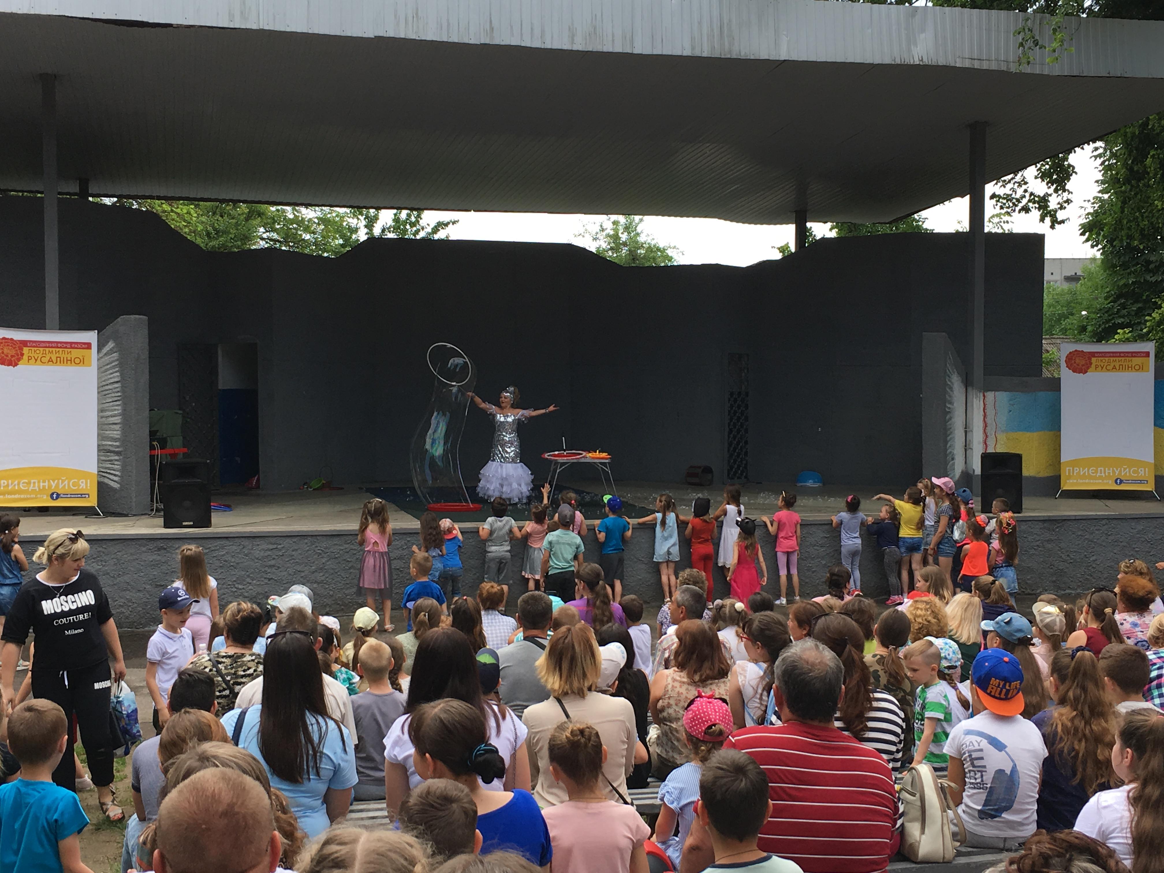 Безкоштовним цирком вітали дітлахів Золотоноші
