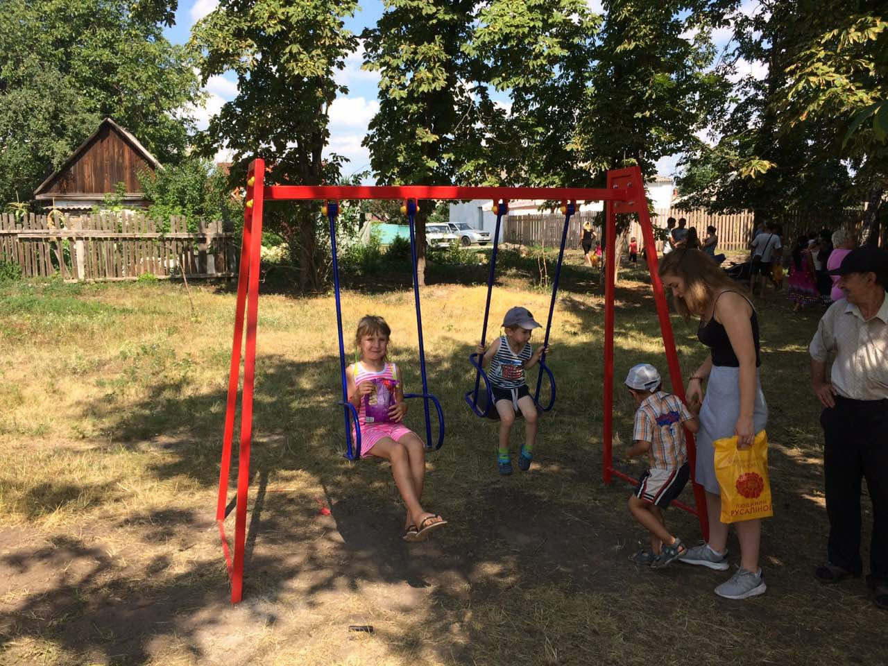 Для золотоніських малюків встановили ігровий майданчик
