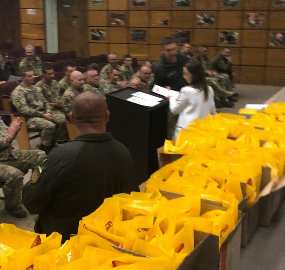 Подяки та цінні подарунки військовослужбовцям