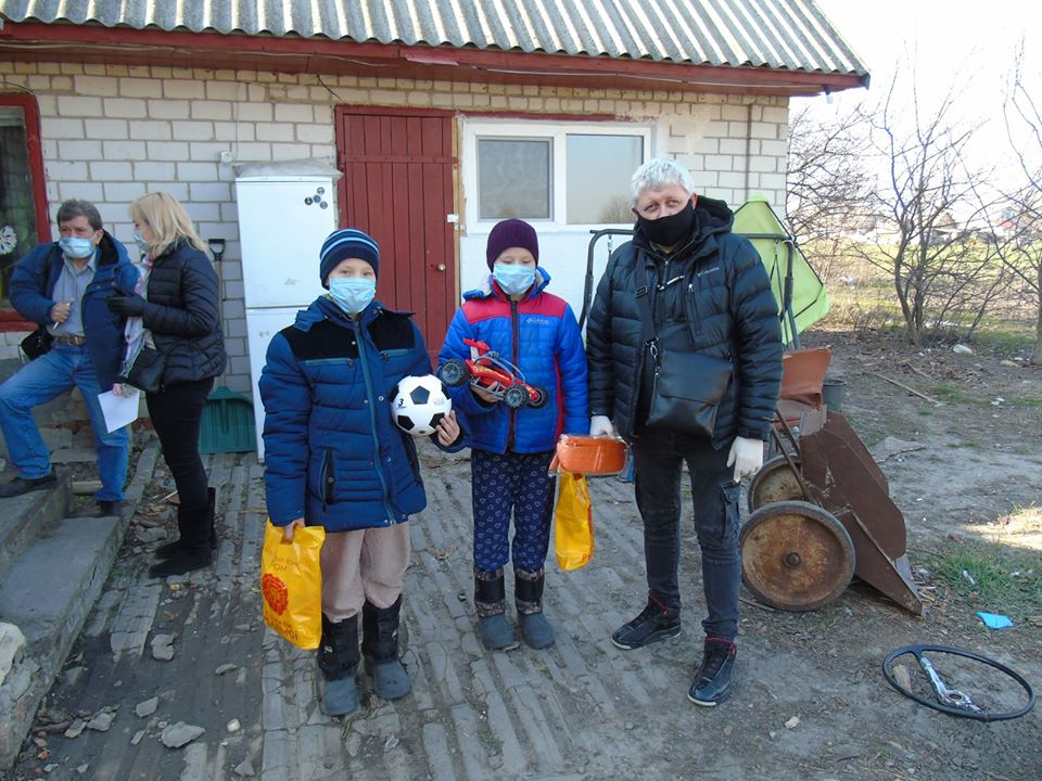 Подолати епідемію добром: у карантинних Черкасах розвивають волонтерський рух