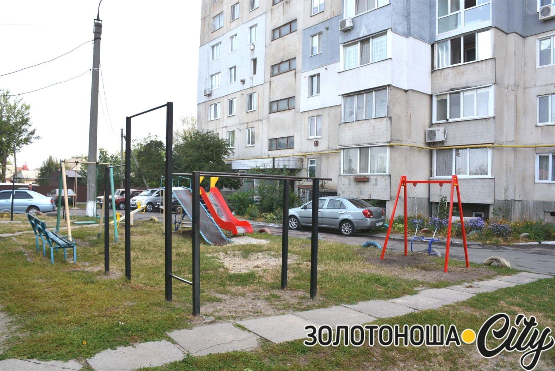 У Золотоноші встановлено три дитячі майданчика