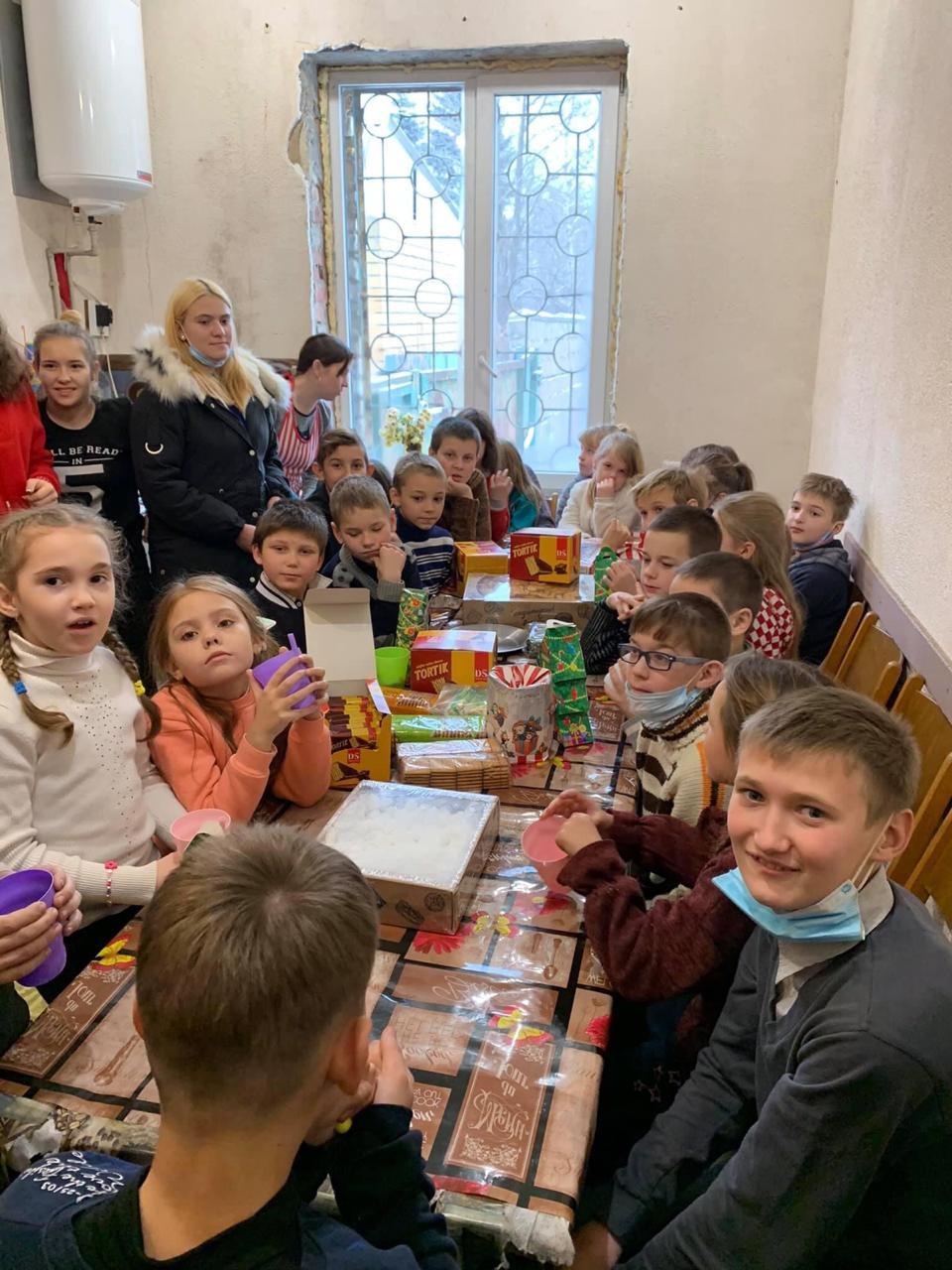 Малозабезпечені родини Мар'їнки отримали подарунки до Дня Святого Миколая